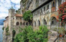 L'Eremo di Santa Caterina del Sasso: incantevole monastero a picco sul Lago Maggiore