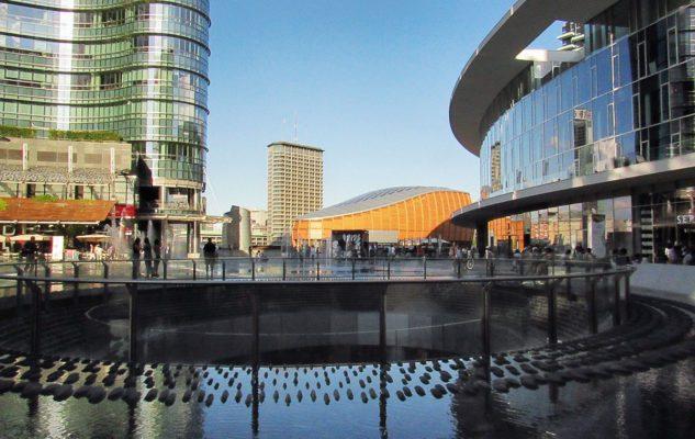 La Piazza Gae Aulenti di Milano: un perfetto mix di modernità, bellezza e sostenibilità
