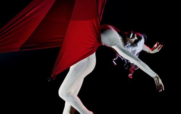 """""""Eureka"""" a Milano: lo spettacolo di danza acrobatica di Kataklò al Teatro Carcano"""