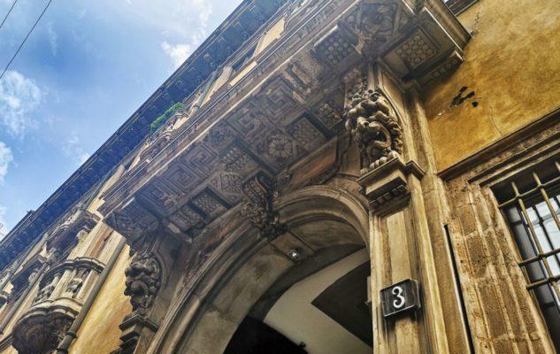"""Palazzo Acerbi, la """"Casa del Diavolo"""" di Milano"""