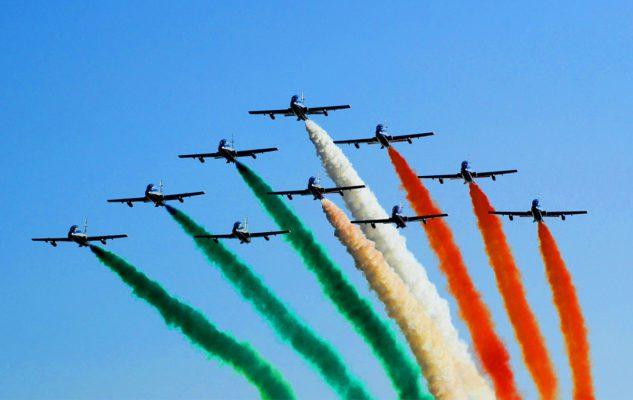 """Frecce Tricolori sul Lago di Como: lo show con le acrobazie dei """"top gun"""" azzurri"""