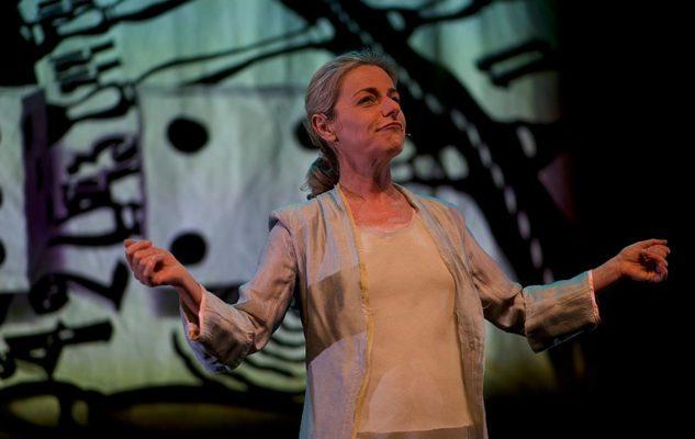 """""""Magnificat"""" di Lucilla Giagnoni al Teatro Carcano di Milano"""