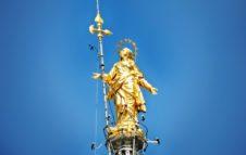 La Madonnina, statua simbolo che veglia su Milano