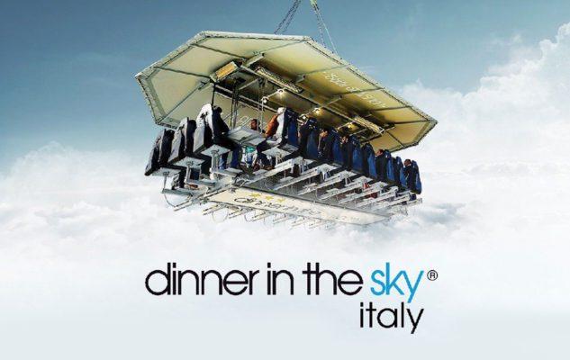 """""""Dinner in the Sky"""": la spettacolare cena sospesa sul Lago di Como"""