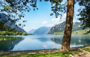 Il Lago d'Idro: un incantevole specchio d'acqua incastonato tra le montagne bresciane