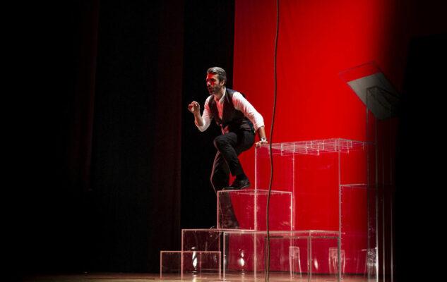 """Luca Argentero in teatro a Milano con """"È questa la vita che sognavo da bambino?"""""""